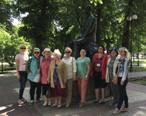 Воронежские пенсионеры посетили памятники поэтов и писателей